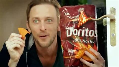 pug commercial doritos смотреть pug attack doritos онлайн
