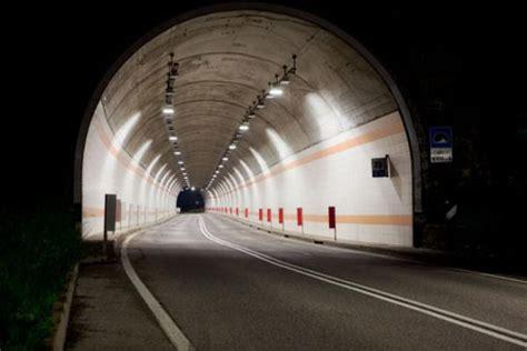 illuminazione gallerie stradali tecnologia led by detas per le gallerie stradali