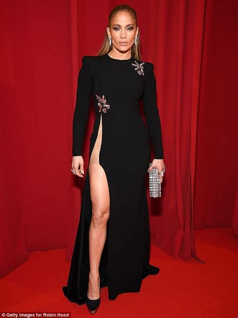 what type of foundation does j lo wear jennifer lopez shows off knockout legs at robin hood