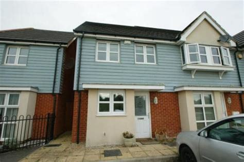 2 Bedroom House In Slough by 2 Bedroom Houses To Rent In Slough Berkshire Rightmove