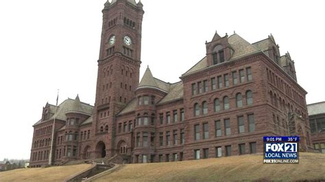 Mba Schools Duluth by Duluth School District May Look At Referendum To Reduce