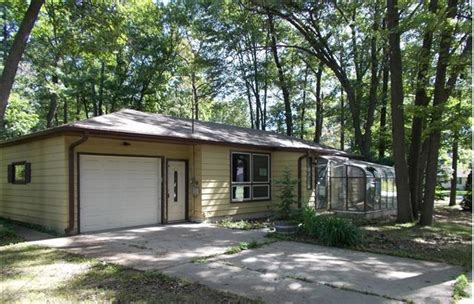 houses for sale in green bay wi 2410 oakwood dr green bay wi 54304 detailed property info reo properties and bank