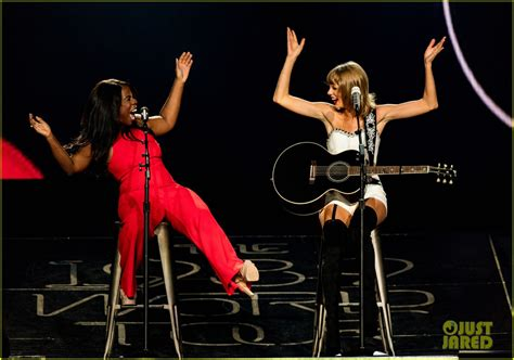 mary j blige 2015 concert taylor swift sings white horse with uzo aduba also