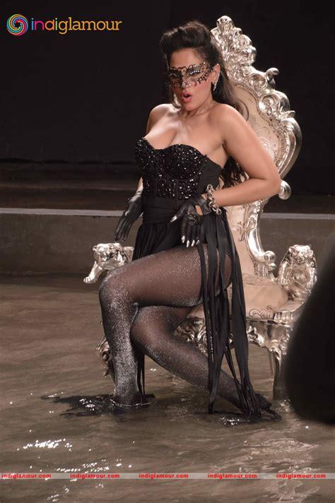 richa chadda cabaret richa chadda actress latest hot images richa chadda on