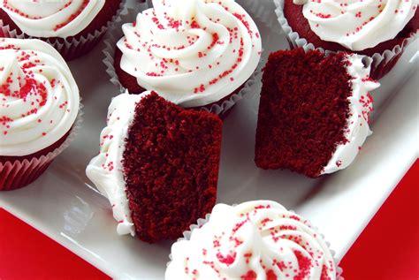 como decorar cupcakes con betun cupcakes rojos con bet 250 n de queso crema receta comida