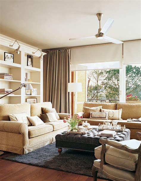 salones con sofas sal 243 n con grandes ventanas sof 225 s en beige librer 237 a