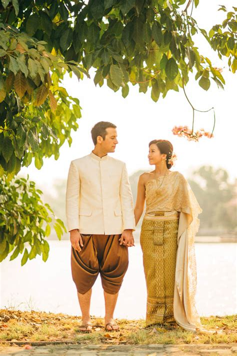 Homey Feeling | picture of traditional thai wedding with a homey feeling