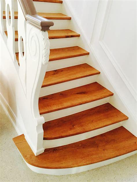 treppe streichen ohne schleifen holztreppe lackieren schleifen und wei streichen white