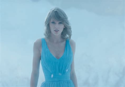 taylor swift dress lyrics youtube taylor swift s out of the woods dress is identical to