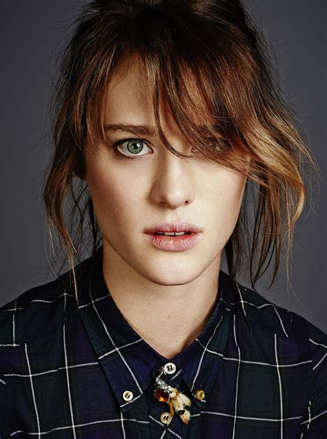 black mirror yorkie mackenzie davis people pinterest yorkie black