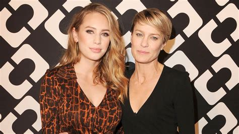 Ideas On Decorating Your Home dylan penn and robin wright are mother daughter twins