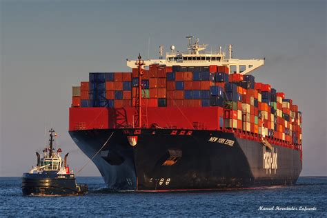 express new york remolcadores de boluda asisten al buque new york express