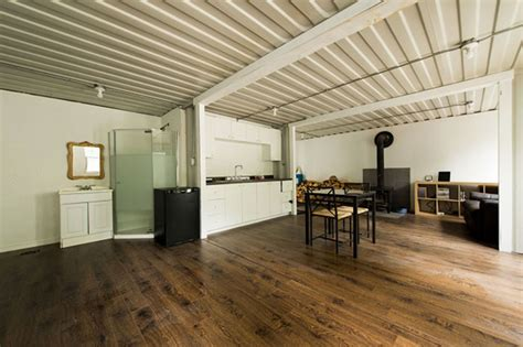 Small House Big Garage Plans by Il A Construit Une Magnifique Maison Avec Trois Conteneurs
