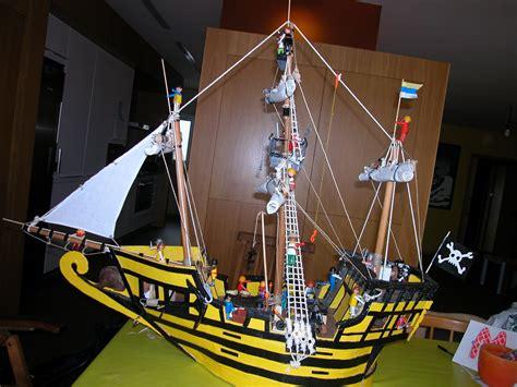 barco pirata playmobil barco pirata hecho con cartones maderas y playmobils