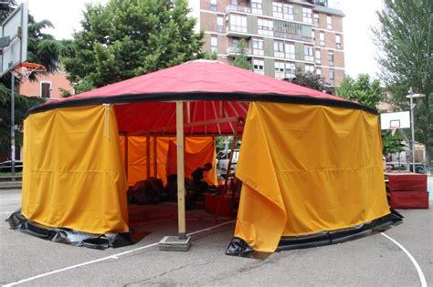 tenda mongola yurta spunta una yurta in piazza dell unit 224 foto radio citt 224