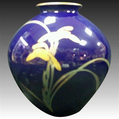 Hijacket Beautix Royal Blue Bx Royal Blue Original japanese koransha 香蘭社 porcelain vase of gold hanashobu on royal blue the many faces of japan