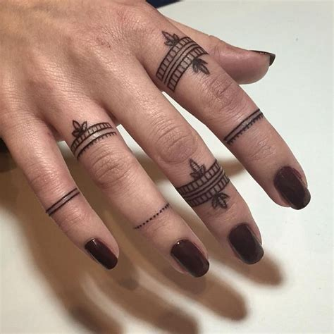 small finger tattoo 25 best ideas about toe tattoos on
