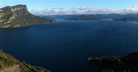 Lake waikaremoana hiking nz