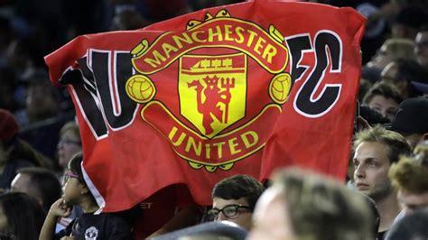 Banner Spanduk Bendera Club Bola Manchester United harga tiket mahal fans manchester united protes dunia bola