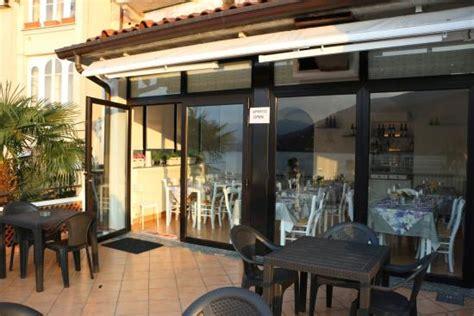 ristorante porto ceresio ristorante la perla sul lago porto ceresio restaurant