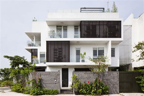 home designer architectural modern family home adapted to a tropical environment in
