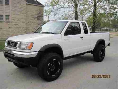 lifted nissan frontier white find used 2000 nissan frontier xe king cab 4x4 4 cylinder
