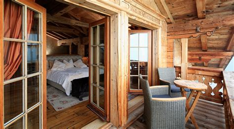 waldhütte mit sauna mieten exklusives luxus chalet mit balkon sauna in klosters mieten