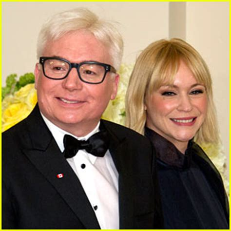 mike myers family mike myers debuts new gray hair at the white house kelly