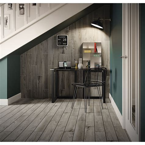Wickes Selwood Weathered Grey Porcelain Tile 900 x 150mm