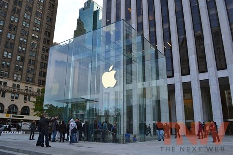 apple york a complete tour of apple s reved 5th avenue nyc store