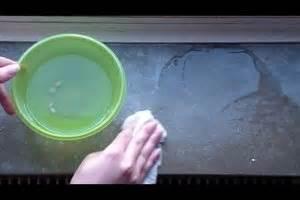 fensterbank reinigen wasserflecken auf der fensterbank marmor reinigen