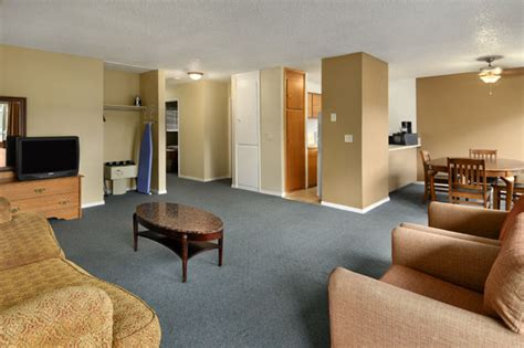 two bedroom apartment in seattle hotels in seattle wa travelodge university seattle