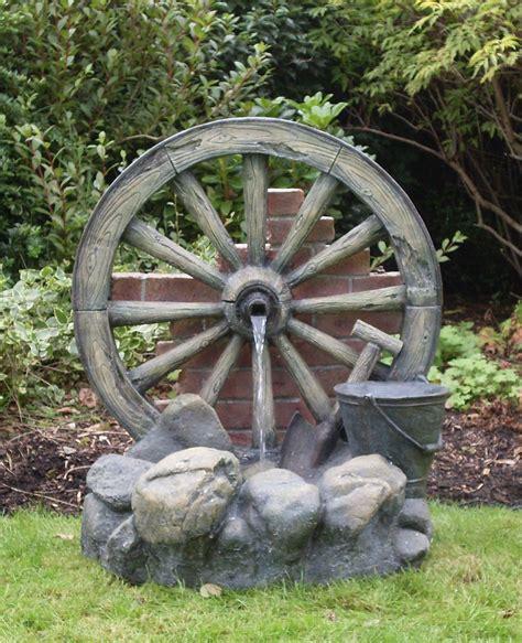 Gartendeko Wagenrad by Wagenrad Brunnen Mit Led Beleuchtung