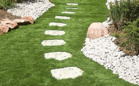 dalles jardin poser des dalles dans jardin pratique fr