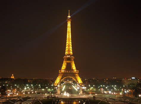 tour eiffel illuminata torre eiffel illuminata viaggi vacanze e turismo