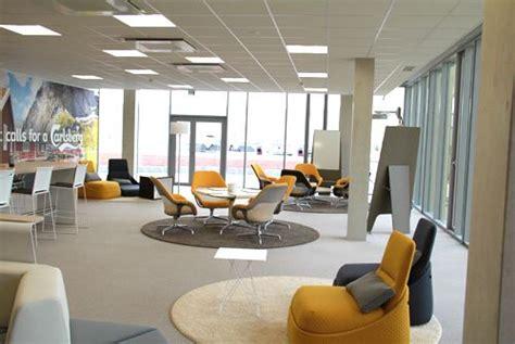 bureau d entreprise decoration salle repos entreprise cafeteria decoration