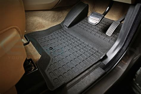 Land Rover Discovery 3 Mats by Land Rover Discovery 3 05 09 Black Rubber Car Interior