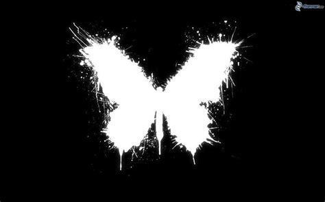 Kaos Grafity Black White mariposa