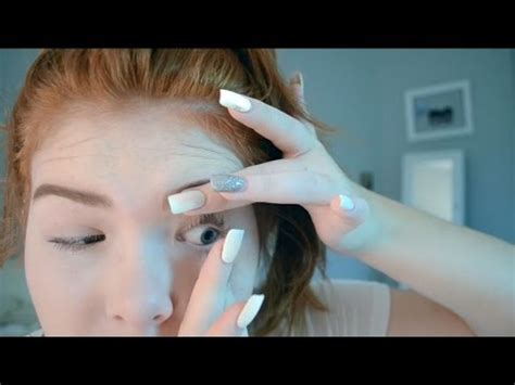 Removing A Stuck Contact Lens The Easy Way by How To Remove Contact Lenses With Nails Doovi
