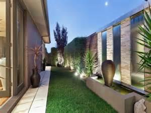 Backyard Feature Wall Ideas Giardino Moderno