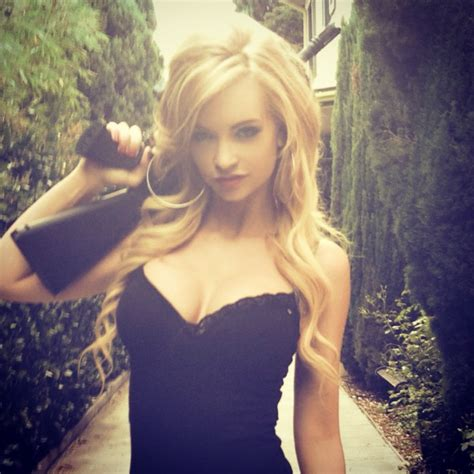 horror queen mindy robinson 850 music amp entertainment