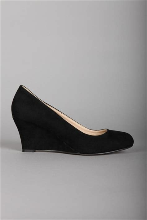 shoes black closed toe wedges wheretoget