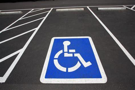 lyon  handicape harcele de pv pour stationnement sur une place qui lui est reservee