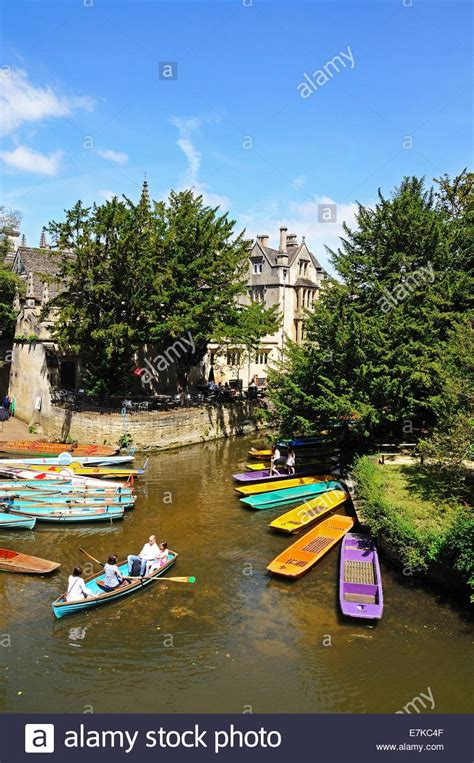 punt boat oxford oxford england river punt college stock photos oxford