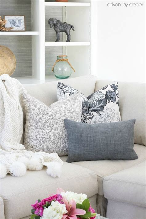 sofa throw pillow best 25 pillow arrangement ideas on