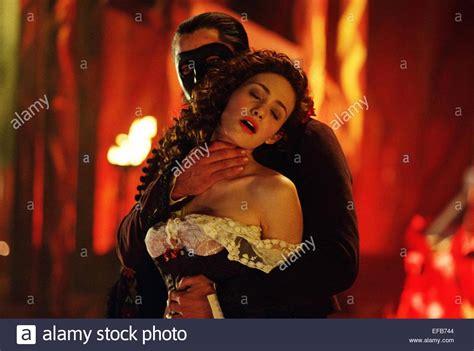 emmy rossum the phantom of the opera gerard butler and emmy rossum phantom of the opera www