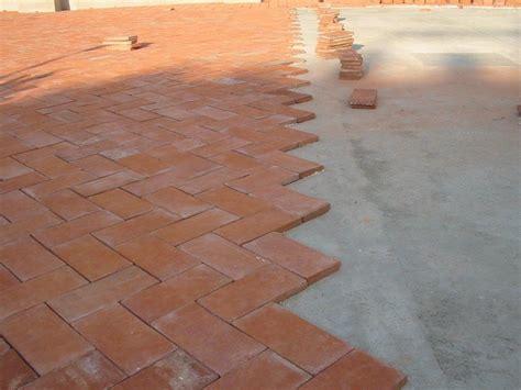 tecniche di posa piastrelle il pavimento in cotto posa in opera analogie tra le