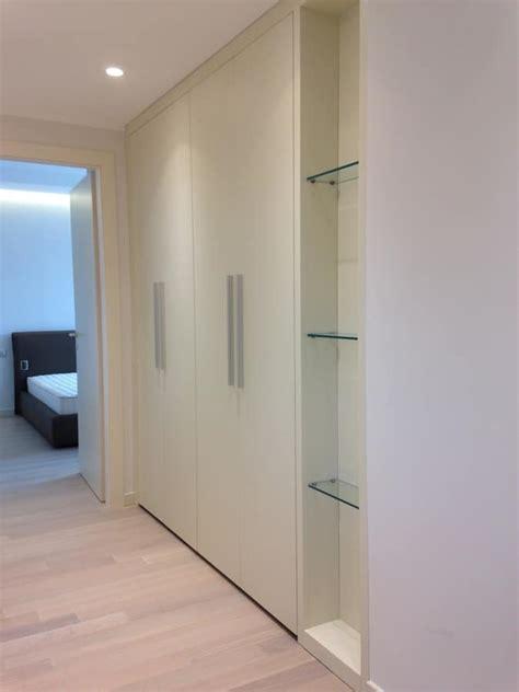 armadio per corridoio armadio su misura per corridoio con ripiani in cristallo