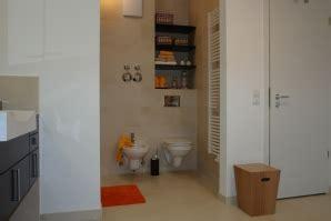 wc und bidet zusammen gro 223 z 252 giges duschbad mit isarblick schramm m 252 nchen