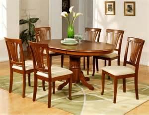 Superbe Chaises Salle A Manger Moderne #6: intérieur-table-a-manger-pas-cher-table-de-cuisine-ikea-déco-fleur-au-centre-de-la-table.jpg
